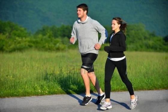 Nikmati Manfaat Lari Pagi Tanpa Alas Kaki